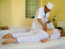 Bấm huyệt giảm đau cho bệnh nhân ung thư vòm họng