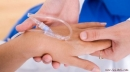 Vì sao tay sưng khi truyền thuốc?