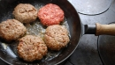 Ăn thịt đỏ chiên tăng rủi ro ung thư tuyến tiền liệt